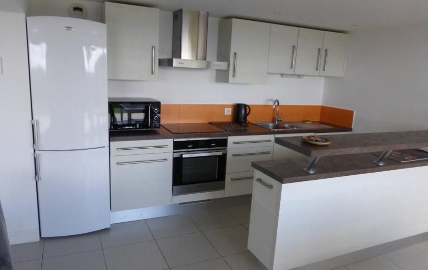 Location de vacances - Appartement à Soorts-Hossegor - appartement n°1: la cuisine derrière le bar
