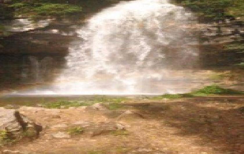 Location de vacances - Gîte à Saint-Pierre - la première cascade du hérisson avec de l' eau