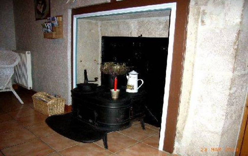 """Location de vacances - Gîte à Saint-Pierre - Un ancien fourneau """" à 4 marmites"""""""