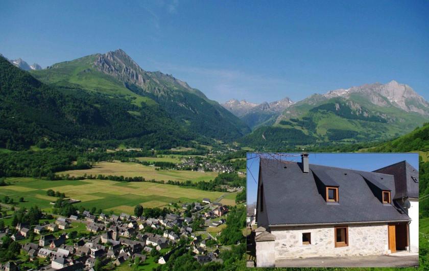 Location de vacances - Gîte à Arrens-Marsous - La façade sud du gîte avec le Val d'Azun en arrière-plan