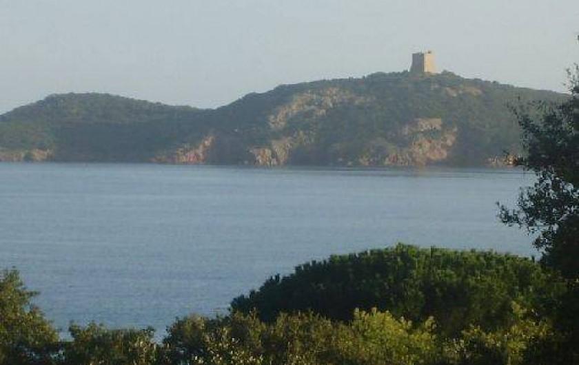 Location de vacances - Villa à Sainte-Lucie de Porto-Vecchio - Vue panoramique de la maison / Façade sud est vue sur le golfe de Pinarello