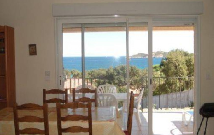 Location de vacances - Villa à Sainte-Lucie de Porto-Vecchio - salle à manger / Séjour