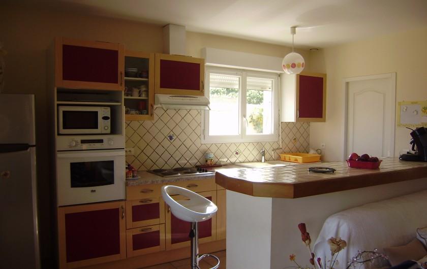 Location de vacances - Villa à Sainte-Lucie de Porto-Vecchio - jardin clôturé avec parking