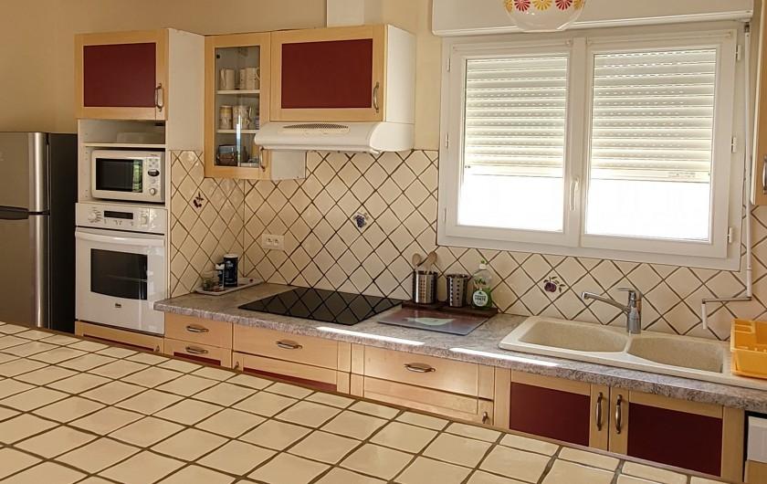 Location de vacances - Villa à Sainte-Lucie de Porto-Vecchio - côté cuisine / bar
