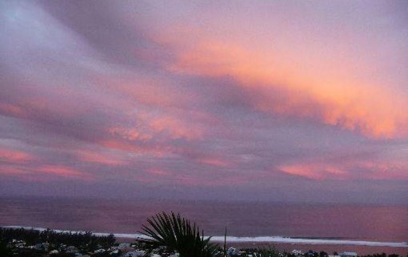 Location de vacances - Chalet à Saint-Leu - coucher de soleil vue de la veranda