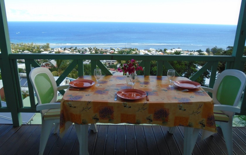 Location de vacances - Chalet à Saint-Leu - a table !  avec vue panoramique !