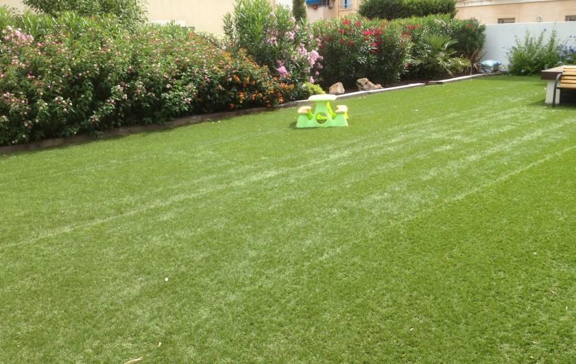Location de vacances - Appartement à Sanary-sur-Mer - CAP SUD :  un jardin très apprécié aussi des enfants