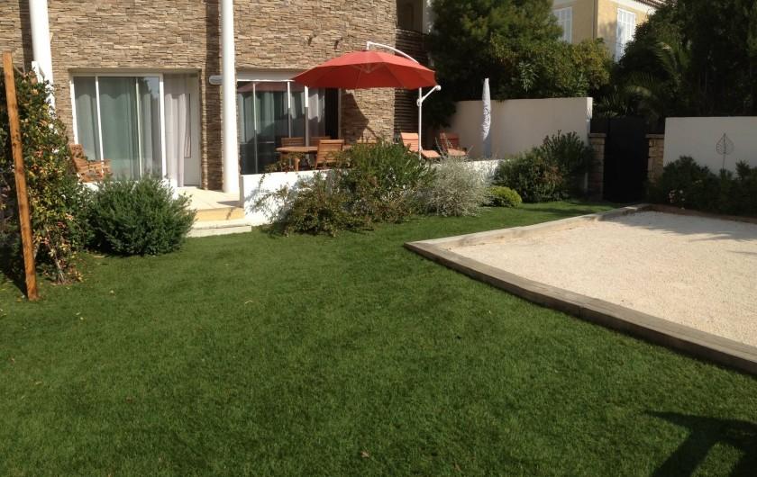 Location de vacances - Appartement à Sanary-sur-Mer - CAP SUD vous apporte calme et verdure au cœur du village