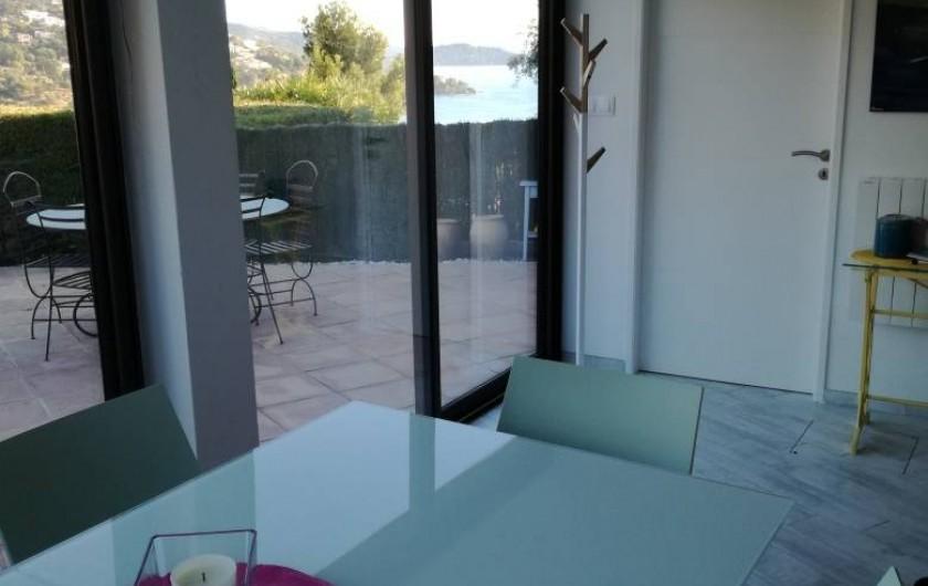 Location de vacances - Appartement à Le Lavandou - Salle à manger