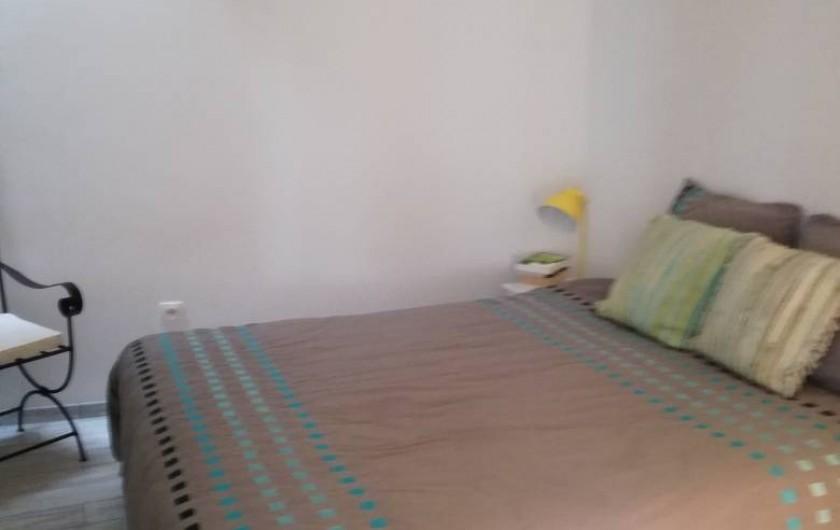 Location de vacances - Appartement à Le Lavandou - chambre parentale