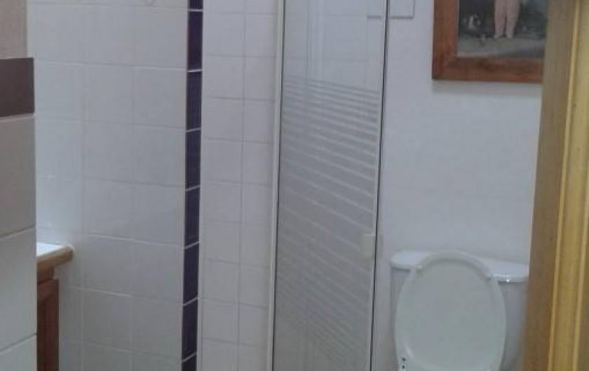 Location de vacances - Maison - Villa à Saint-Clément-des-Baleines - salle de douche chambre 3 . lavabo à G sur console