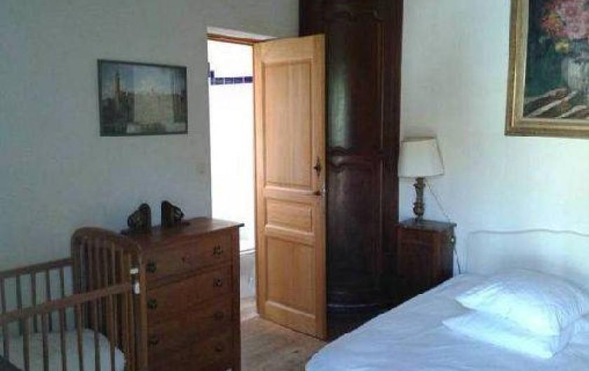 Location de vacances - Maison - Villa à Saint-Clément-des-Baleines - chambre 2 et la porte de sa salle de bain
