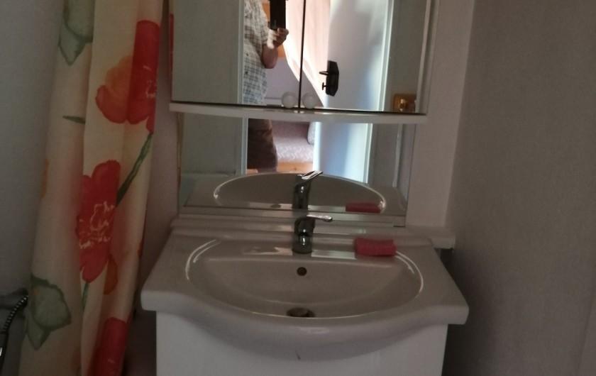 Location de vacances - Studio à Gresse-en-Vercors - Salle de bains le lavabo
