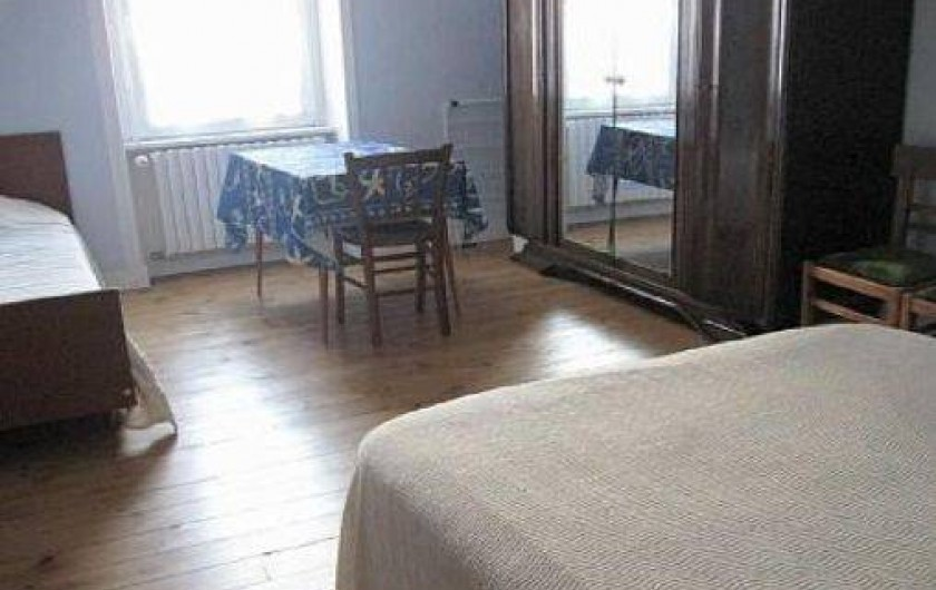 Location de vacances - Maison - Villa à Loctudy - chambre 1 avec un lit de 0.90m de large et un lit  de 1.40 m