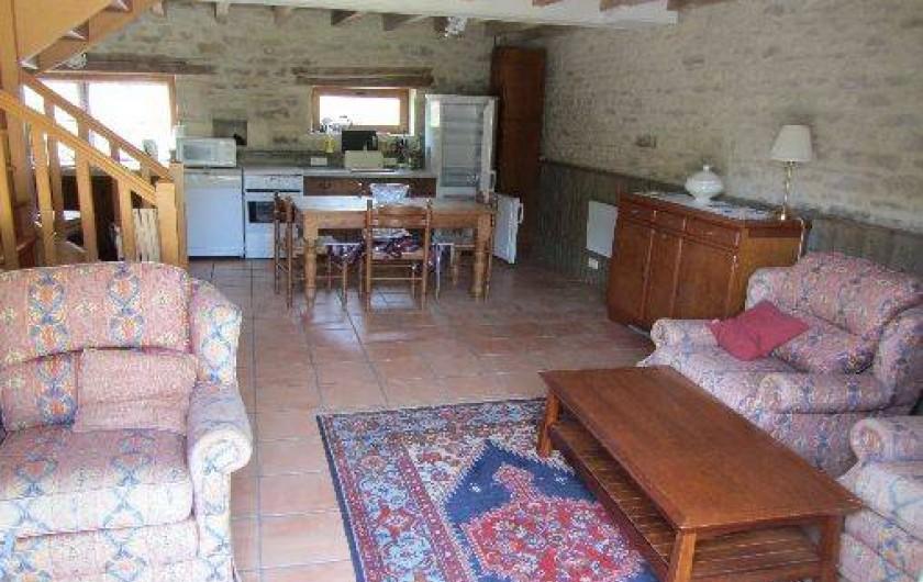 Location de vacances - Gîte à Saint-Crepin - Salon - gite l'Hibiscus