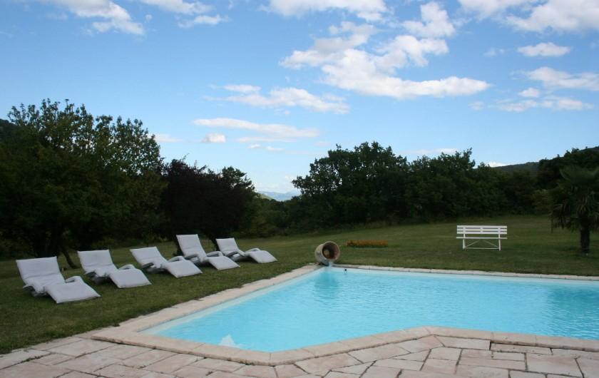 Location de vacances - Villa à Saint-Martin-sur-Lavezon - Terrasse et piscine