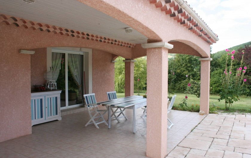 Location de vacances - Villa à Saint-Martin-sur-Lavezon - Terrasse couverte