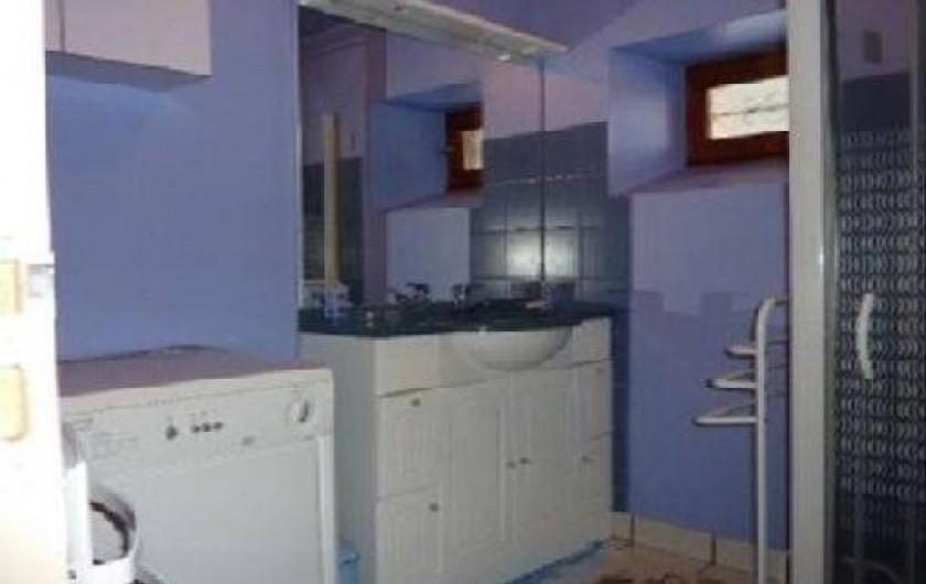 Location de vacances - Gîte à Paulhac - Une des salle de bain