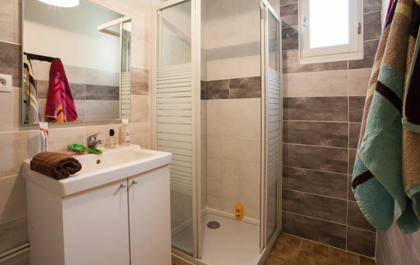 Location de vacances - Gîte à Calviac-en-Périgord - salle d'eau