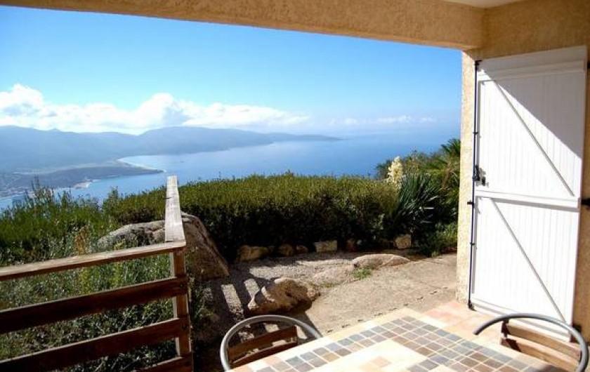 Location de vacances - Villa à Olmeto - Vue depuis la terrasse couverte