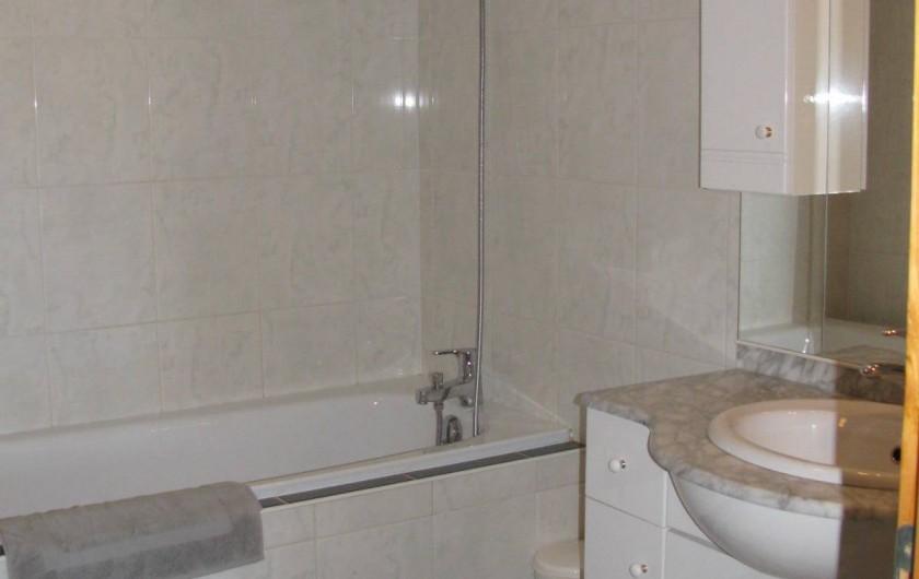 Location de vacances - Appartement à Lajoux - Salle de bain