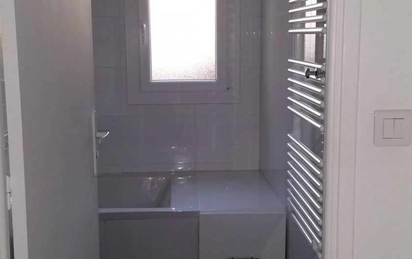 Location de vacances - Appartement à Cannes - Vue salle de bain