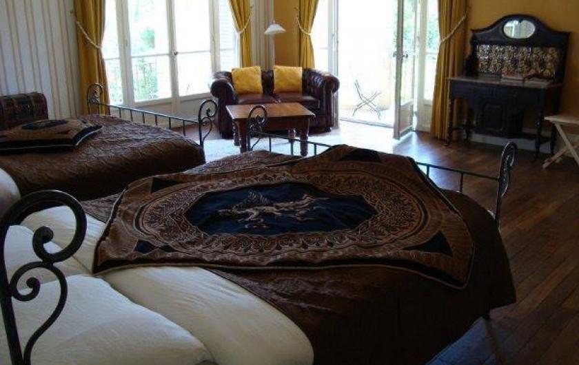 Location de vacances - Chambre d'hôtes à Bessines-sur-Gartempe - Chambre D'or with a double balcony, 2 double beds  4 person room   130 euro