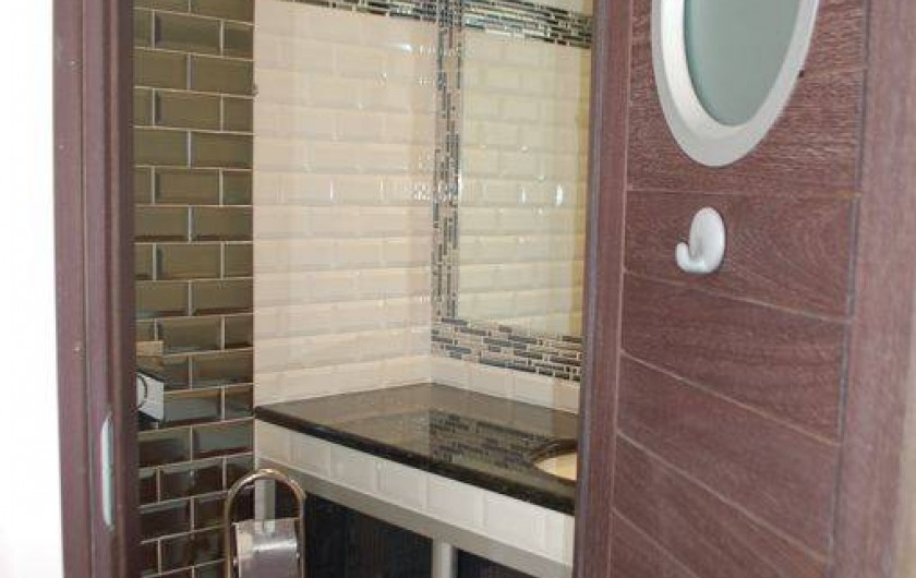 Location de vacances - Villa à Bargemon - Cabinet de toilette (lavabo + wc) dans chambre n° 2.