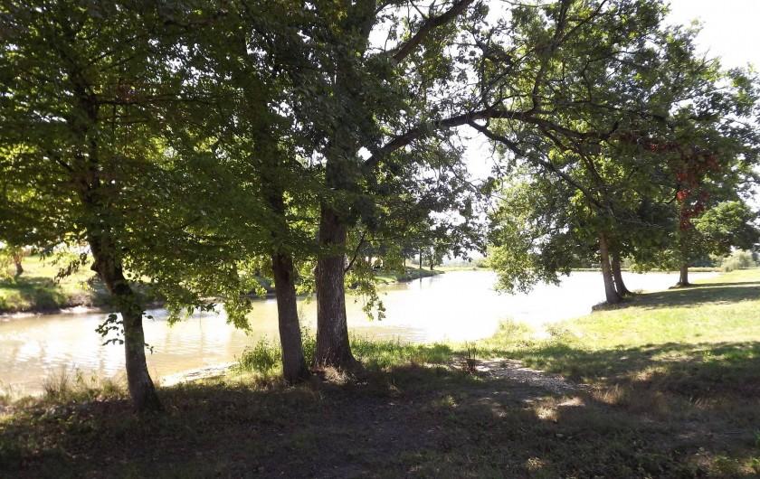 Location de vacances - Camping à Parcoul-Chenaud - Étang de pêche