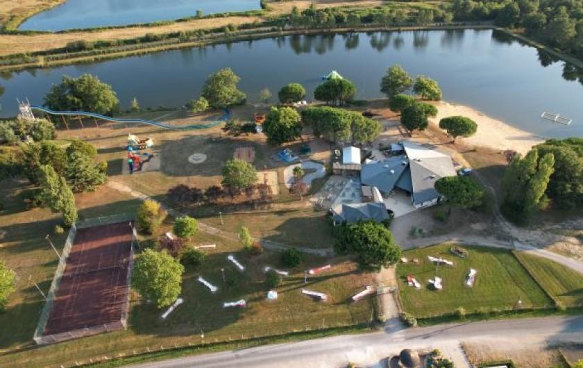 Location de vacances - Camping à Parcoul-Chenaud - Cottage 4 chambres 8 personnes