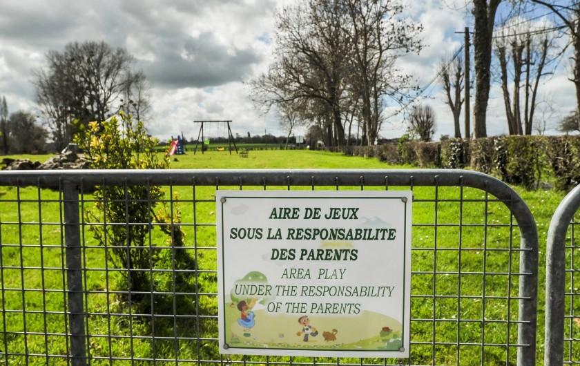 Location de vacances - Gîte à Vauville - AIRE DE JEUX AVEC PORTIQUE-BUTS DE FOOTBALL-FILET DE BADMINTON-TIR A L'ARC