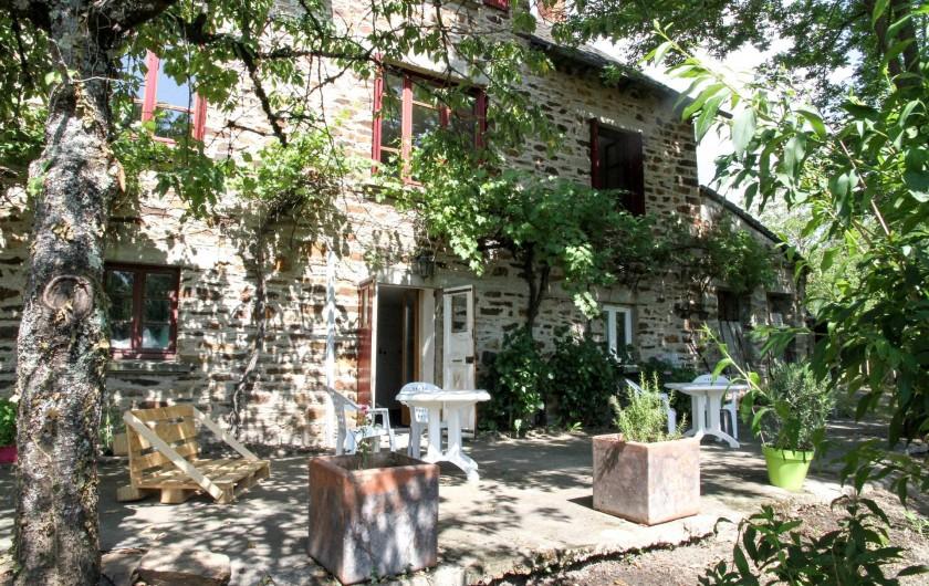 Location de vacances - Chambre d'hôtes à Sauveterre-de-Rouergue - Terrasse maison d'hôtes
