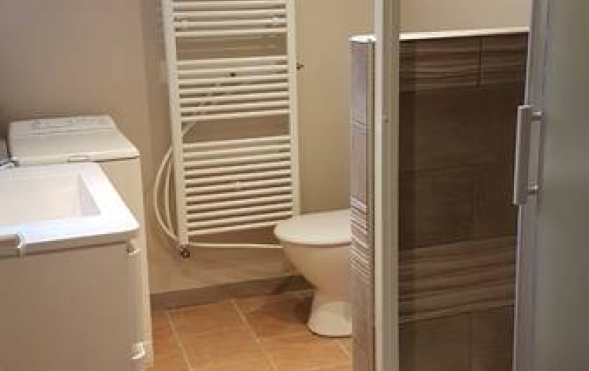 Location de vacances - Chambre d'hôtes à Sauveterre-de-Rouergue - Gîte -salle de bain avec douche à l'italienne et WC (2ème WC indépendant)