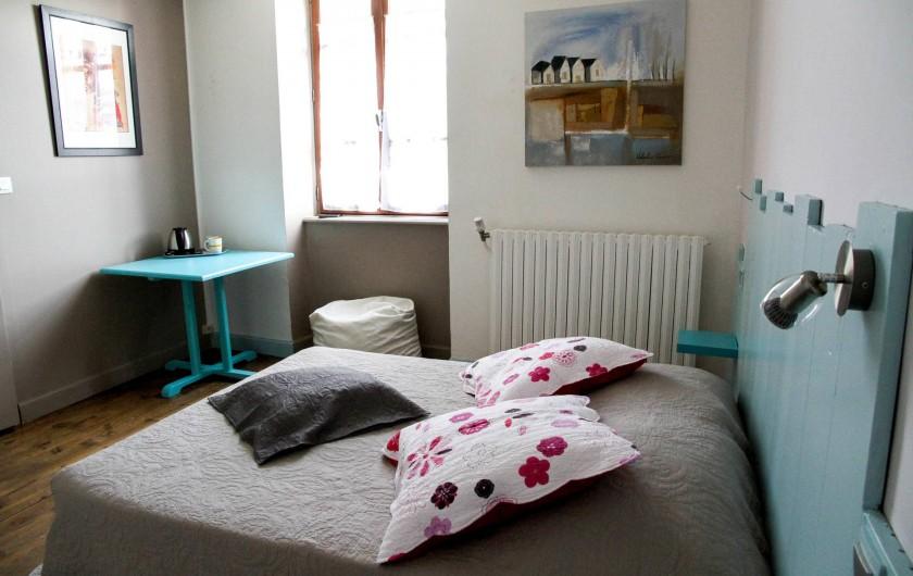 """Location de vacances - Chambre d'hôtes à Sauveterre-de-Rouergue - Chambre d'hôte """"Turquoise"""""""