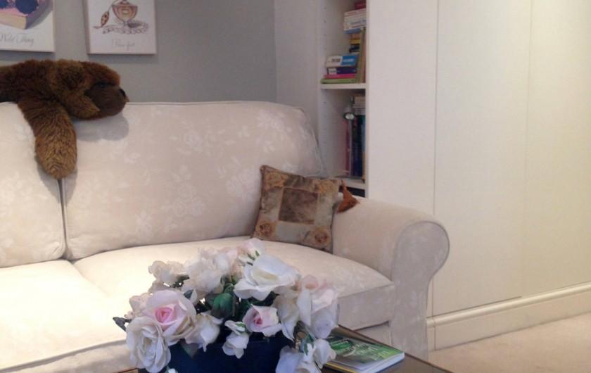 Location de vacances - Appartement à Saint Leonards - Deuxieme chambre organisée comme salon avec plains de livres