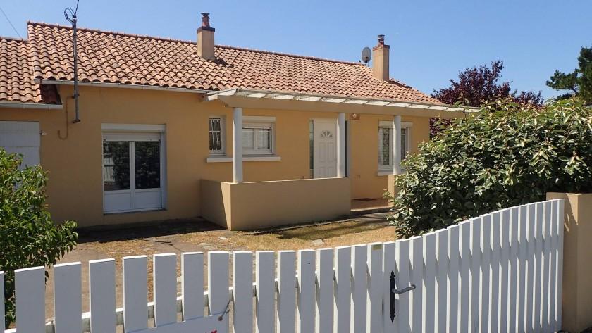La facade de la maison, donnant sur la rue de la Touche