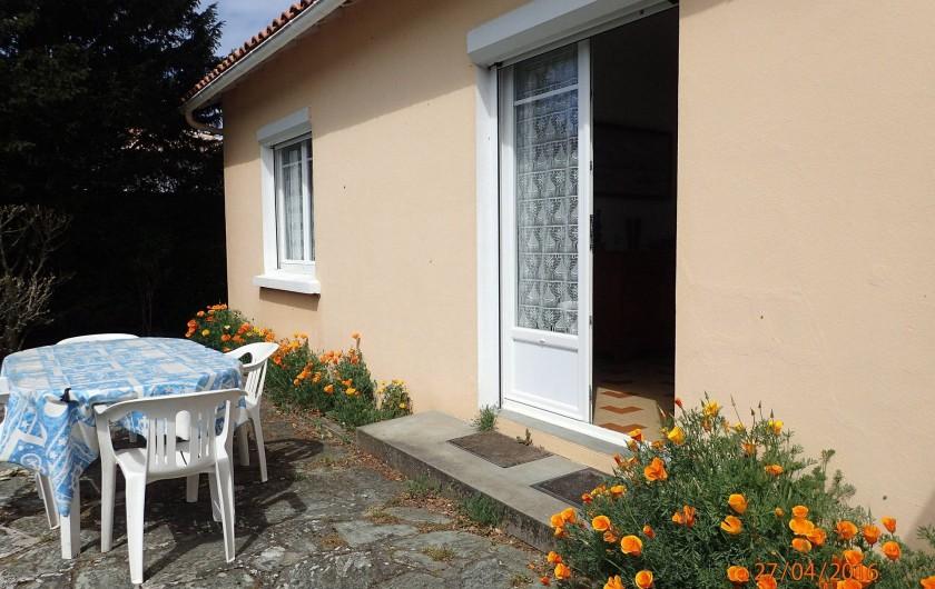 Location de vacances - Villa à Saint-Hilaire-de-Riez - terrasse côté jardin