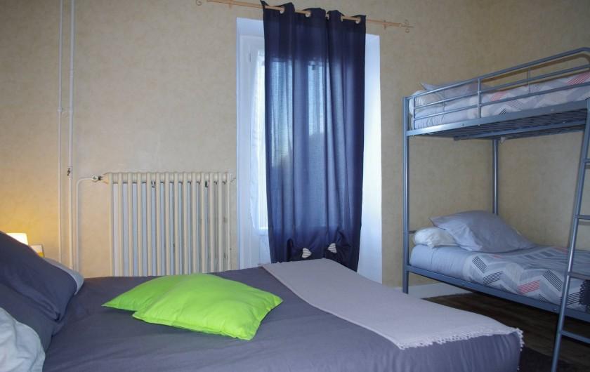 Location de vacances - Chambre d'hôtes à Saint-Étienne-du-Valdonnez - Chambre Balduc pour 1 couple avec 2 enfants à l'Auberge du Bramont en Lozère