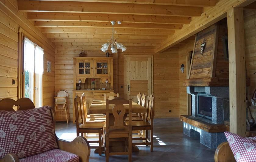 Location de vacances - Chalet à Basse-sur-le-Rupt - Séjour avec table monastère 8 places assises