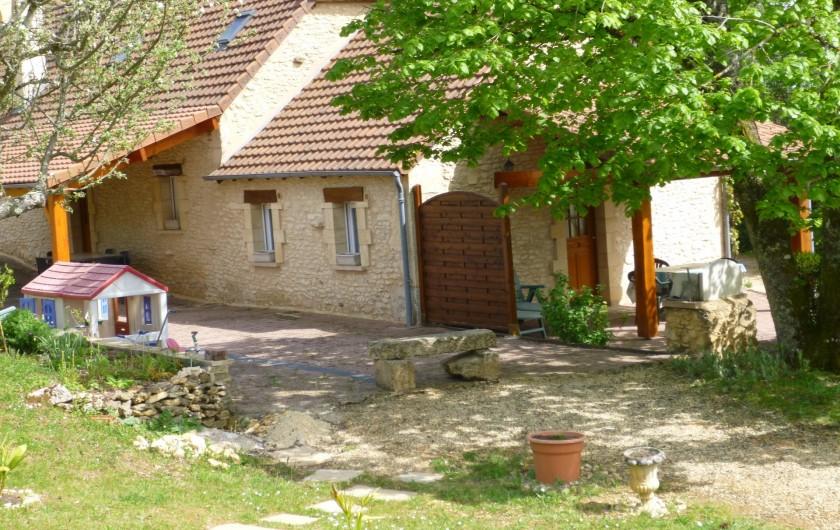 Location de vacances - Gîte à Auriac-du-Périgord - Vue arrière des 2 gîtes