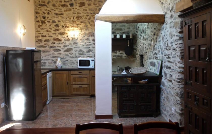 Location de vacances - Appartement à L'Albère - La cuisine vue de la salle à manger
