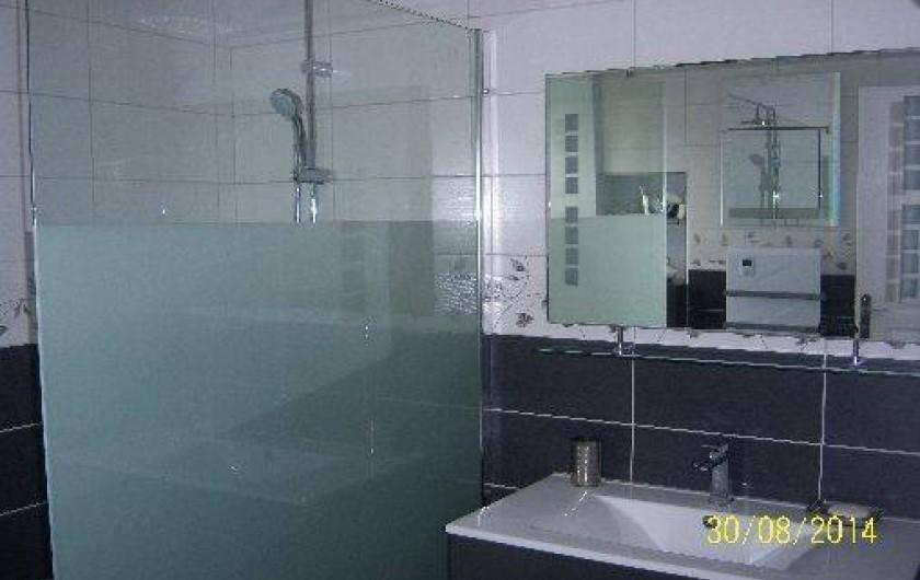 Location de vacances - Gîte à Le Claux - Salle d'eau - Rez-de-Chaussée