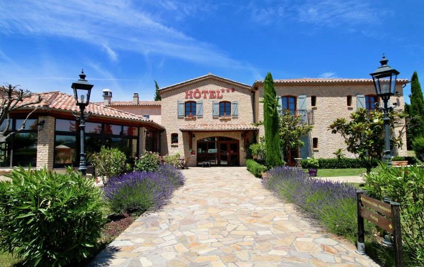 Location de vacances - Hôtel - Auberge à Saint-Jean-le-Centenier - Entrée de L'Hôtel