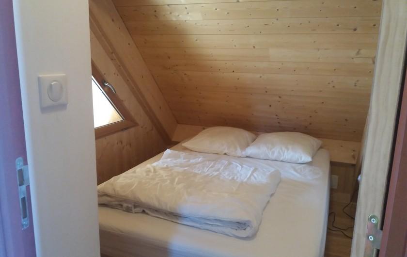Location de vacances - Chalet à Chastreix - chambre 1 avec placard