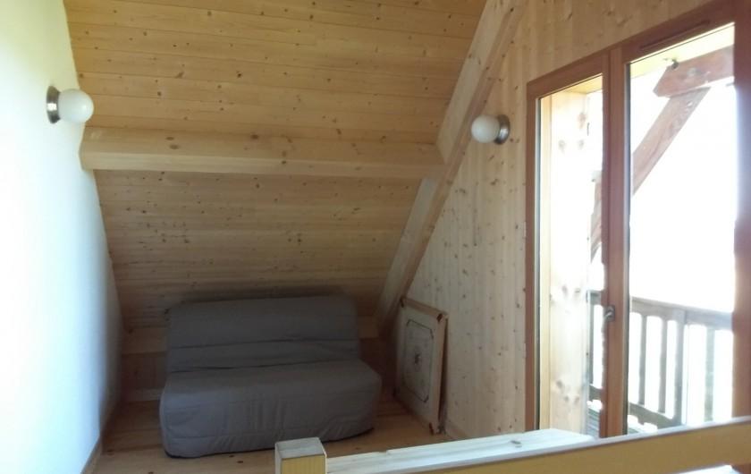 Location de vacances - Chalet à Chastreix - mezzanine avec balcon