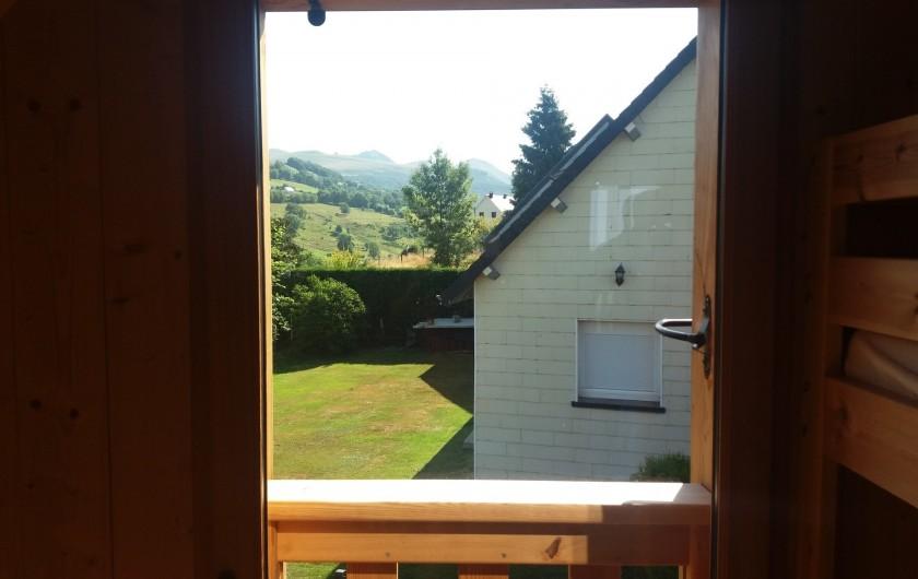 Location de vacances - Chalet à Chastreix - vue chambre 2