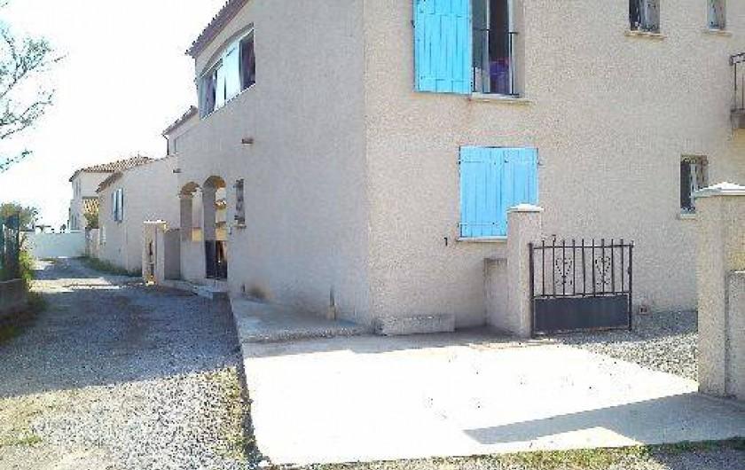 Location de vacances - Villa à Frontignan - Vue maison chemin accès
