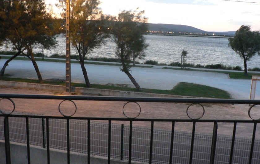 Location de vacances - Villa à Frontignan - Vue sur le lac du Premier étage
