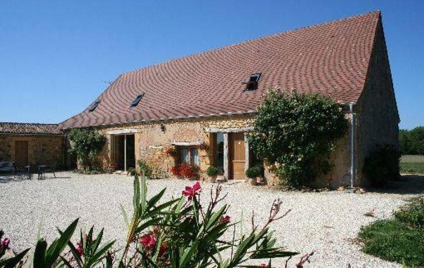 Location de vacances - Chambre d'hôtes à Saint-Avit-Sénieur - façade de la maison d'hôtes