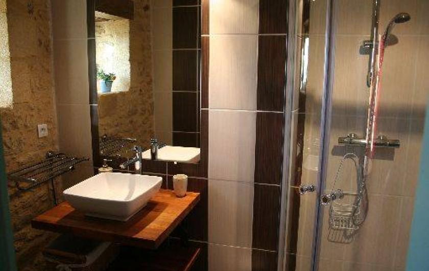 Location de vacances - Chambre d'hôtes à Saint-Avit-Sénieur - salle d'eau